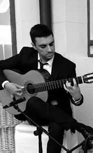 Jose Saucedoa guitarrista de flamenco Barcelona